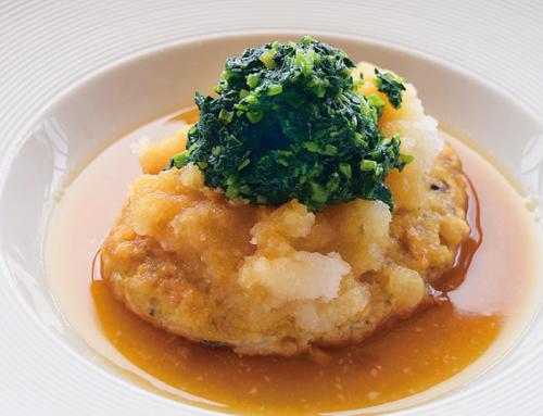 かりゆしホテルズシェフ考案  オキハム商品を使った 絶品料理「島豆腐と鶏肉のキノコ入り煮込みハンバーグ シークワサー香るおろしモロヘイヤソース」